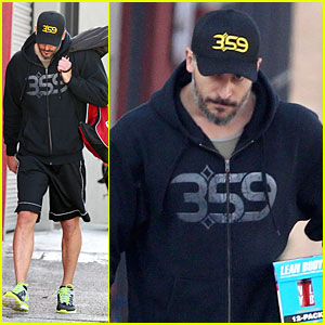 Joe Manganiello Works For a Lean Body at the Gym!