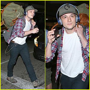 Josh Hutcherson Shows Macho Strength at LAX Arrival!