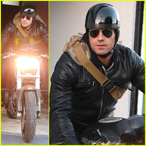 Justin Theroux Rides His Ducati in Sunny L.A!
