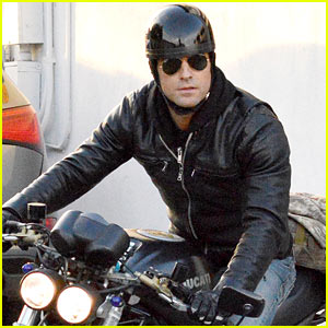 Justin Theroux Takes His Ducati For a Spin to the Gym!