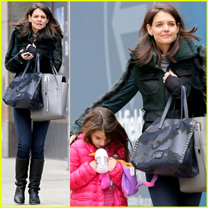 Katie Holmes: Ice Skating Play Date with Suri!