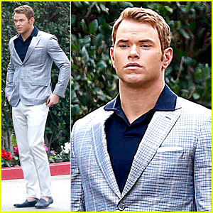 Kellan Lutz Will Support Red Carpet Green Dress at Oscars 2014