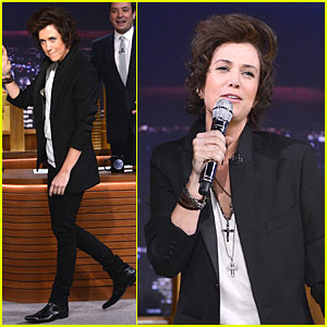 Kristen Wiig Channels Harry Styles on 'Tonight Show with Jimmy Fallon'!