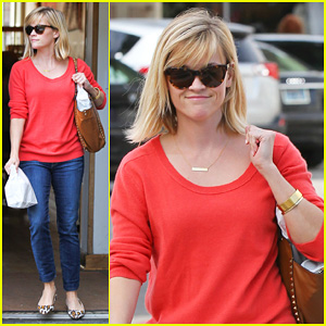 Reese Witherspoon Lunches at Le Pain Quotidien!