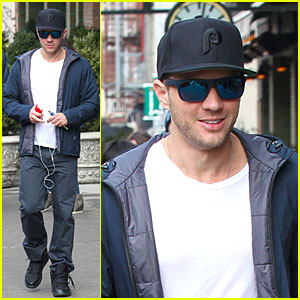 Ryan Phillippe: Papa John's Pizza Fan on Super Bowl Sunday!