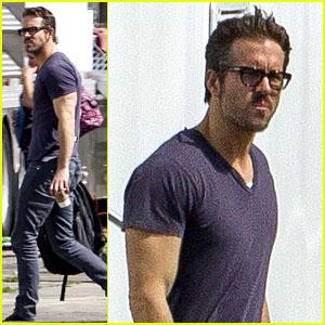 Ryan Reynolds is Geek Chic & Still Super Hunky on Movie Set