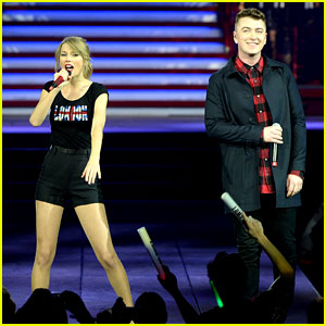 Taylor Swift & Sam Smith Sing 'Money on My Mind' in London!