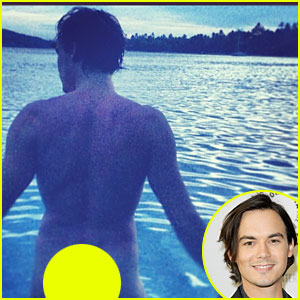 Pretty Little Liars' Tyler Blackburn Flashes Butt in Sexy Instagram Pic!