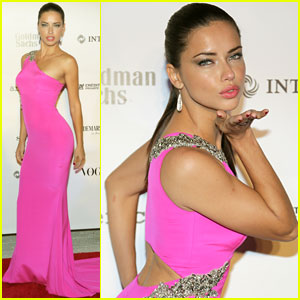 Adriana Lima Blows Kisses on the Brazil Foundation Gala 2014 Red Carpet
