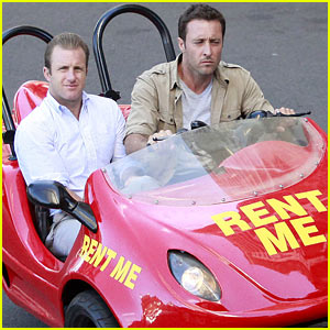 Alex O'Loughlin & Scott Caan Drive Around in a Tiny Rental Car for 'Hawaii Five-0' Finale!