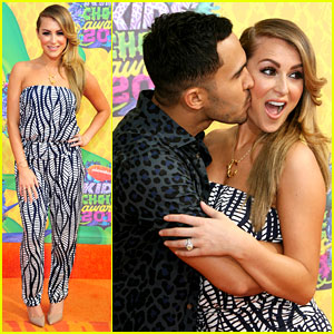 Alexa & Carlos PenaVega Attend Kids' Choice Awards 2014 as Married Couple!