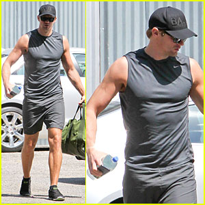 Alexander Skarsgard Is Toned & Ready for a Gym Workout!
