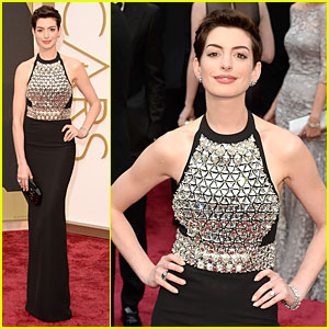 Anne Hathaway Makes a Flashy Entrance on Oscars 2014 Red Carpet!