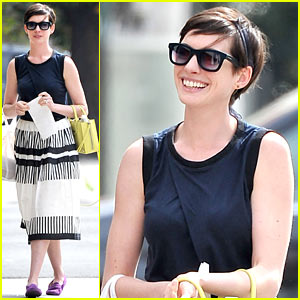 Anne Hathaway Goes Black & White Chic for Lunch with a Pal