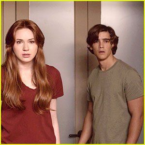 Brenton Thwaites: 'Oculus' Trailer Will Make You Fear Mirrors!