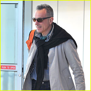Daniel Day Lewis Returns to Hollywood as Oscars 2014 Presenter!