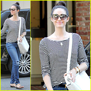 Emmy Rossum Continues to Pray for Missing Malaysian Airplane