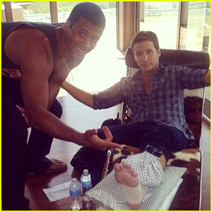 Kevin Connolly Breaks His Leg on 'Entourage' Set Playing Football with Seahawks' Russell Wilson!