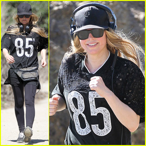 Fergie Rocks 'Mademoiselle' Jersey for Sunday Workout!