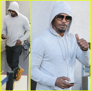 Jamie Foxx Touches Down at LAX After Foxwoods Concert!