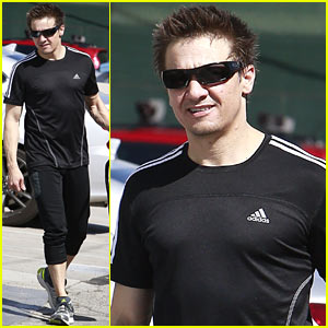 Jeremy Renner Keeps His Action Hero Body in Tip Top Shape!