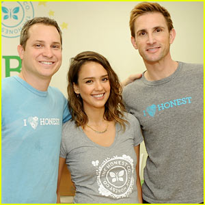 Jessica Alba Looks 'Honestly' Beautiful to Deliver Cribs to Needy Families!