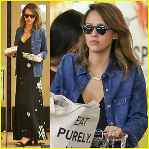 Jessica Alba Stocks Up on Fresh Produce at Whole Foods!