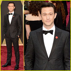 Joseph Gordon-Levitt Sports Red Pinback Button on Oscars 2014 Red Carpet