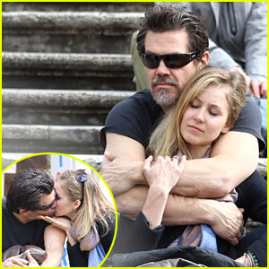 Josh Brolin Kisses His Assistant Kathryn Boyd, Sparks Dating Rumors!