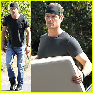 Josh Duhamel is a Macho Man Loading Up Furniture