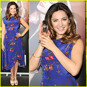 Kelly Brook Makes a Splash with 'Audition' Perfume Launch!