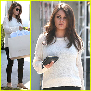 Mila Kunis Shines Bright Without the Help of Her Engagement Ring!