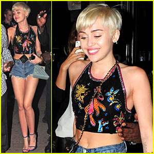 Miley Cyrus Spits Water on Her 'Bangerz' Audience As They Scream For More! (Video)