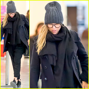 Mom-to-Be Scarlett Johansson Covers Up Her Pregnant Baby Bump with Lots of Layers