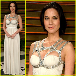 Olivia Munn Shows Off Her Assets at Vanity Fair Oscars Party 2014