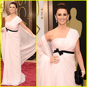 Penelope Cruz Gorgeously Flows on Oscars 2014 Red Carpet!