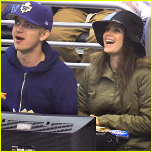 Rachel Bilson & Hayden Christensen: Date Night at the Maple Leafs Game!