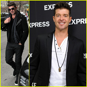 Robin Thicke Hits the Stage at Express Times Square Grand Opening!