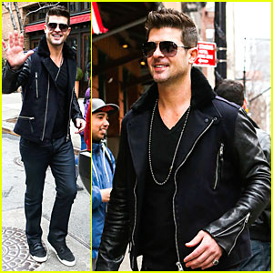 Robin Thicke Is In Good Spirits Without Wedding Ring in Sight!