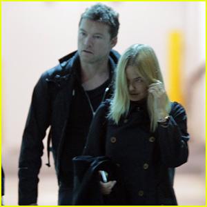 Sam Worthington Arrives at Sydney Airport with Lara Bingle!