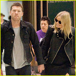 Sam Worthington & Lara Bingle Hold Tight for Sydney Airport Departure!