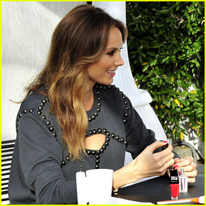 Stacy Keibler Gives Herself a Manicure Before Her Wedding!