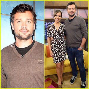 Tom Welling Is Scruffy Sexy on 'Despierta America'!