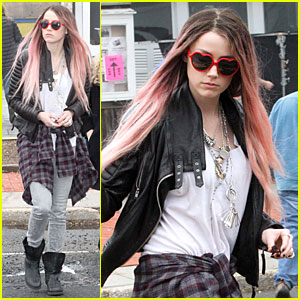 Amber Heard Wants to Live Her Life Over Again with a Pink Wig!