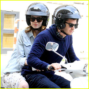 Andrew Garfield & Emma Stone Go on a Romantic Vespa Ride!