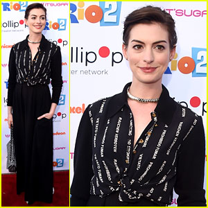 Anne Hathaway Promotes 'No Smoking' On the Red Carpet