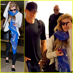 Brooklyn Decker Flies to New York with Husband Andy Roddick!