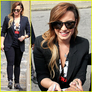 Demi Lovato's Leg is Shorter Than Before - What Happened?!