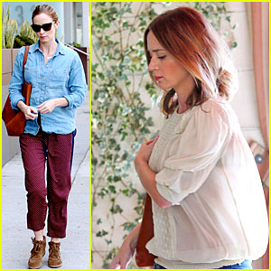 Emily Blunt's Denim Shirt is the Perfect Mix of Chic & Casual!