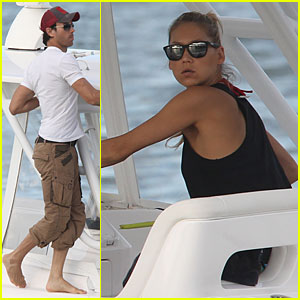 Enrique Iglesias Spends Easter with Longtime Girlfriend Anna Kournikova in the Sea!